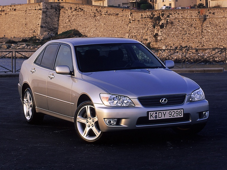 LEXUS IS 200 (1999-2005)VANIČKA DO KUFRA